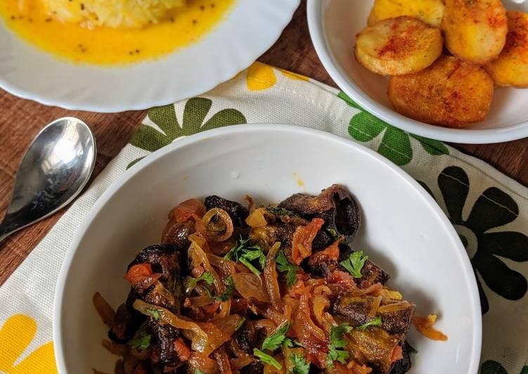 5 Minute Recipe of Fall Pyaazi karela (bittergourd in onion masala)