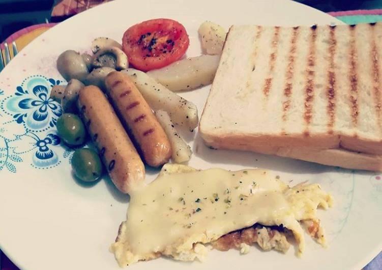 Cheese Spanish omelette grilled sausage mushroom,olives& toast