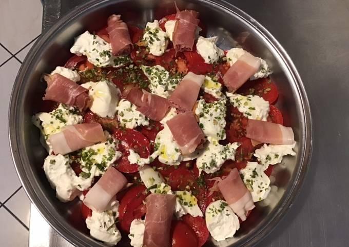 Salade de tomates jambon de la forêt noire et burrata