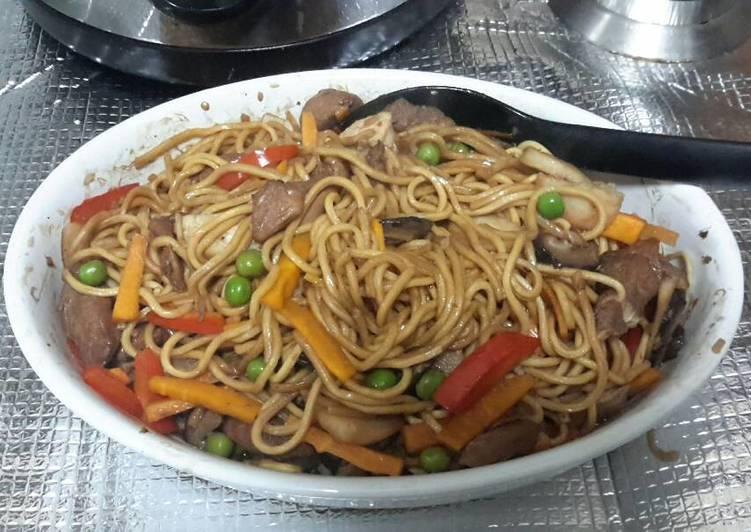 Recipe: Appetizing Pancit Canton (Chinese Egg Noodle Casserole)