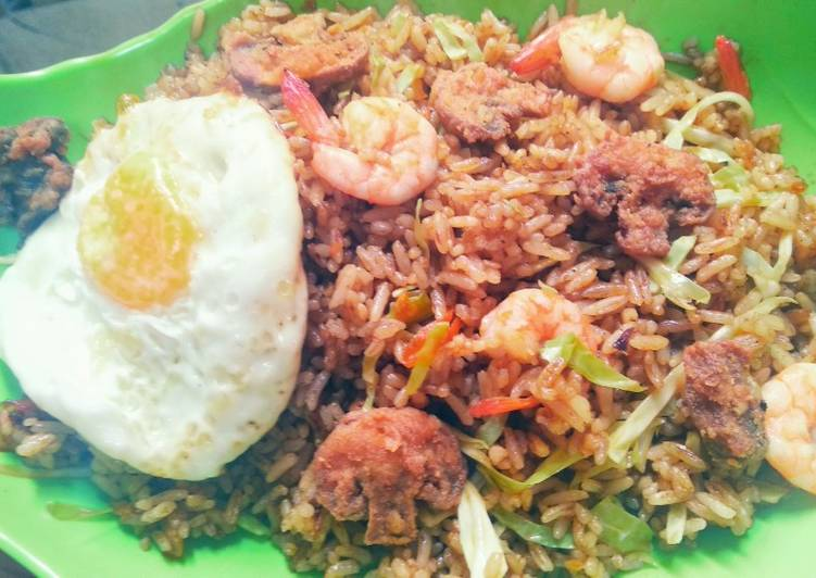 Langkah Mudah Menyiapkan Nasi Goreng Bumbu Rendang with Udang, Ceplok, & Jamur Crispy Super Enak