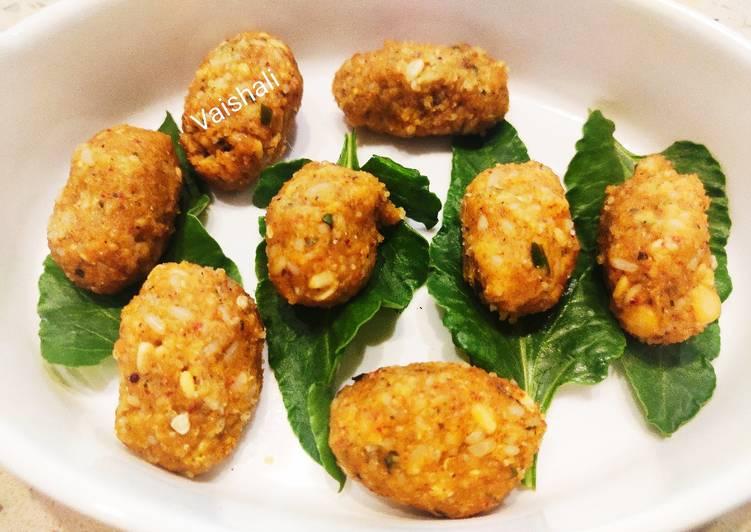 Karnataka Style Lentil Dumplings with Spinach         (Nuchhinunde)