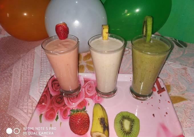 Tricolour smoothie strawberry papaya smoothie oatmeal banana smoothie kiwi banana smooothie