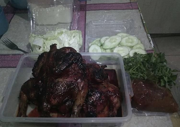 Ayam bakar madu merah dan sambal terasi