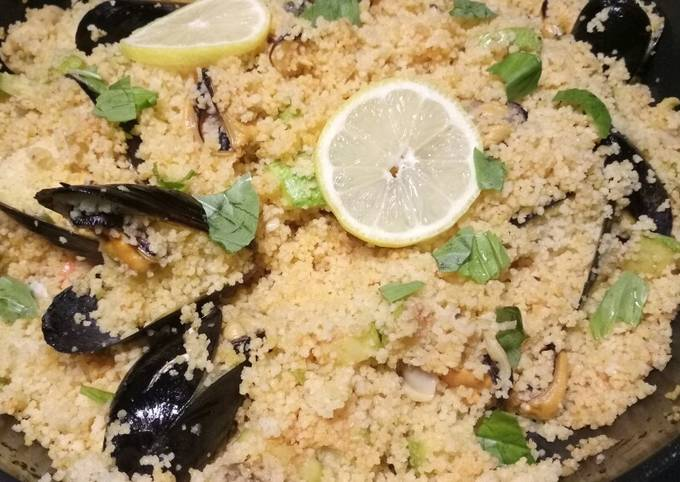 Spicy couscous with mussels