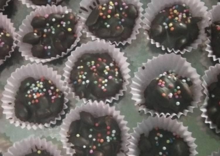 Coklat kacang cup