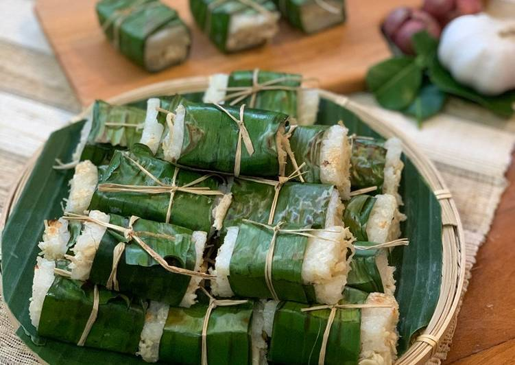 Lemper Ayam (Chicken wrapped in Glutinous Rice)