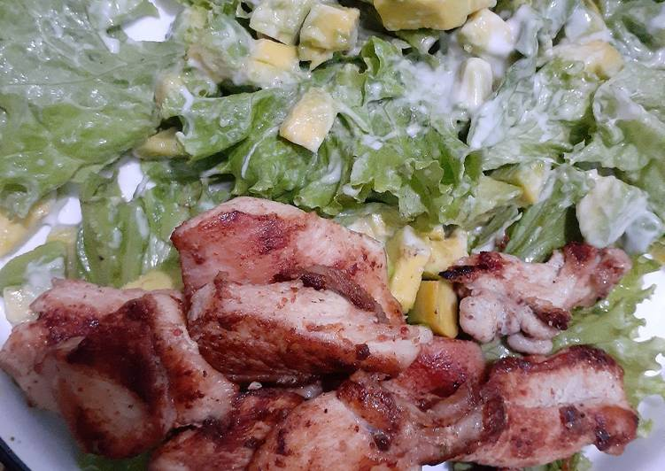 Avocado Salad with Pan-Seared Chicken