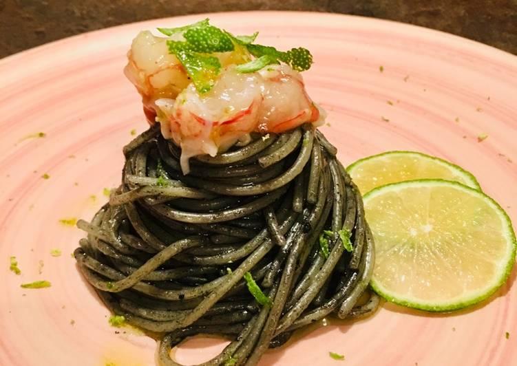 """Spaghetto """"Nero"""" alla tartare di gambero e lime"""