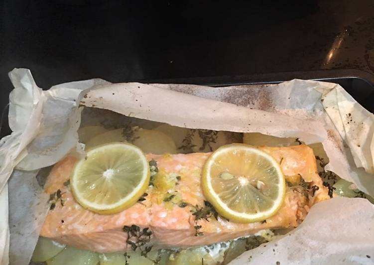 How to Make Perfect Parchment garlic butter with thyme salmon