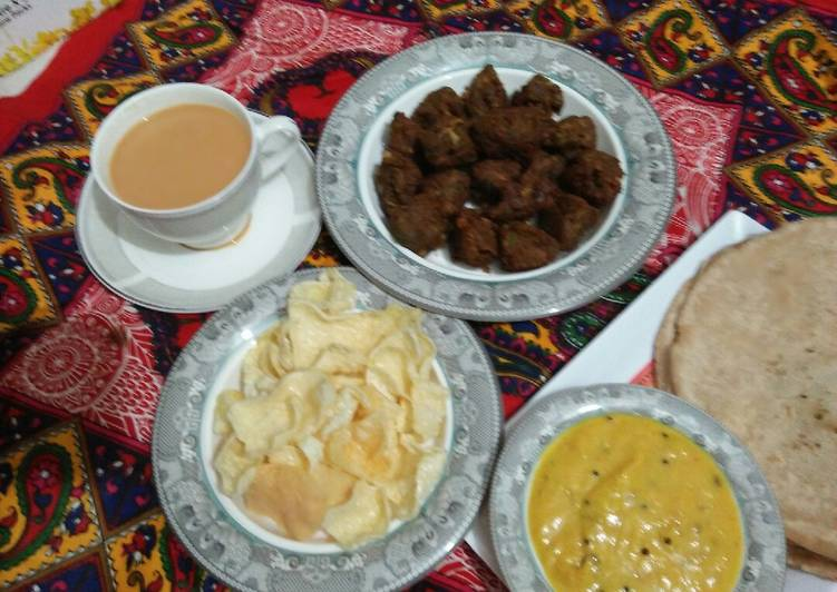 Steps to Prepare Super Quick Homemade Milky Tea with breakfast platter 😃😃