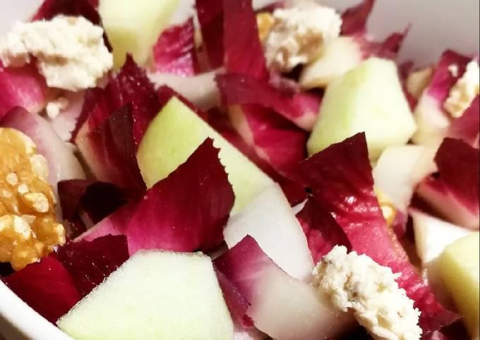 Salade d'endives rouges, pommes, noix et boursin