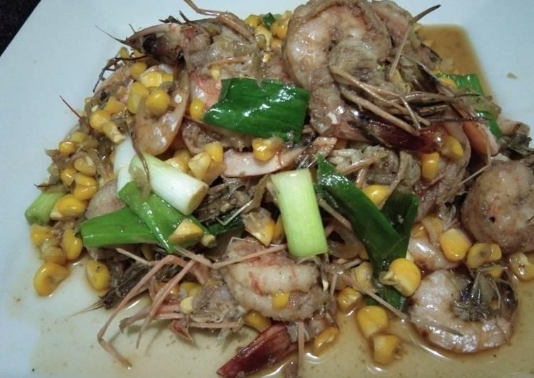 Udang dan jagung manis masak saus tiram