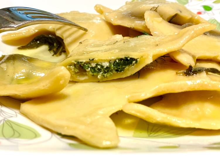 Simple Way to Prepare Quick Spinach & Riccota Cheese Ravioli with Lemon Butter Sauce