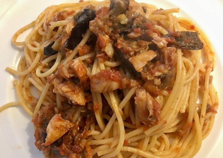 Spaghetto al ragù di merluzzo e melanzane