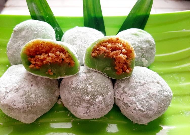 Mochi pandan isi kacang