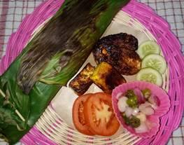 BEKAL SUAMI (Nasi Uduk Bakar Isian Ayam Jerit, Tempe Tahu Bakar Pedas, Sambal Matah, Lalapan)