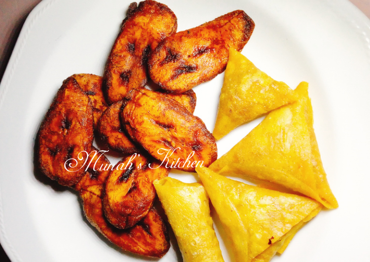 Fried plantain/ samosa