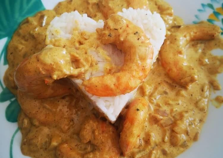 Comment Cuisiner Crevettes sauce crémeuse au curry accompagnées de riz thaï