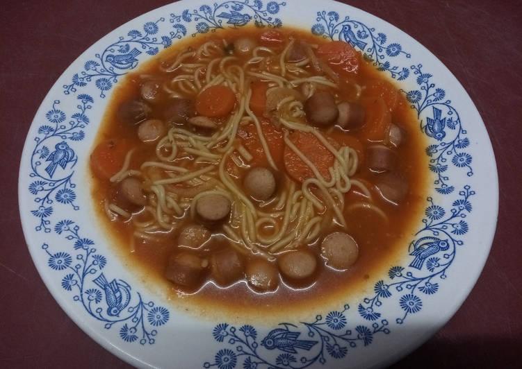 Soupe minestrone à la saucisse knacki