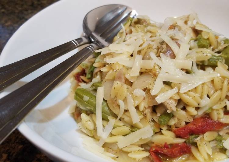 Lemony Chicken Orzo with Vegetables