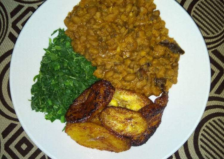 Porridge Beans With Fried Plantain and steamed Spinach
