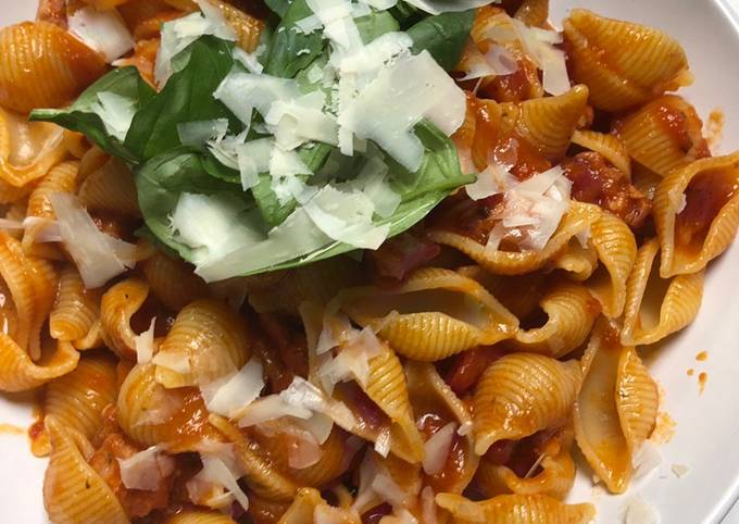 Italian sausage pasta w/ tomato sauce