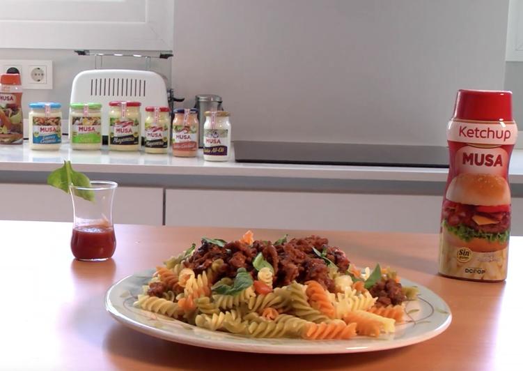 Espirales vegetales con bolognesa de ketchup