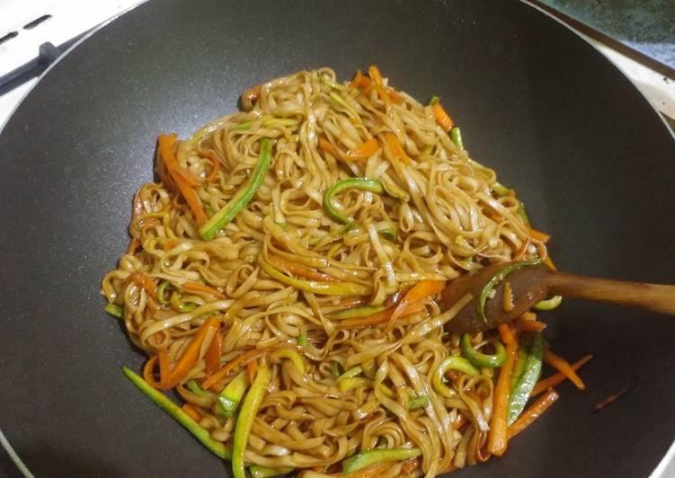 Nouilles chinoises sautées aux légumes