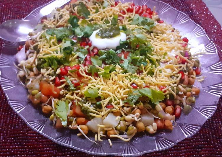 Sprouted green moong and chana chaat