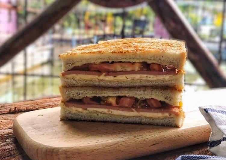 Sandwich Telur dan Chicken Slice - velavinkabakery.com