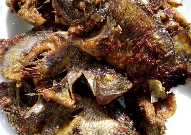 Ikan baronang goreng kering