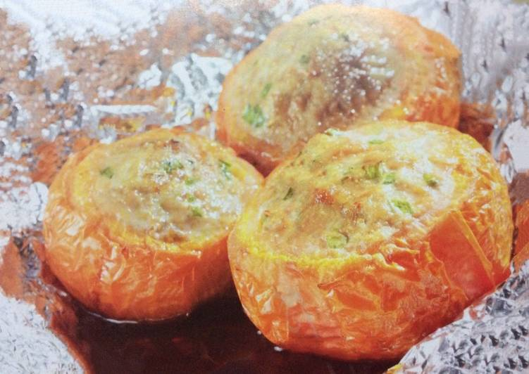 Stuffed tomatoes with minced pork