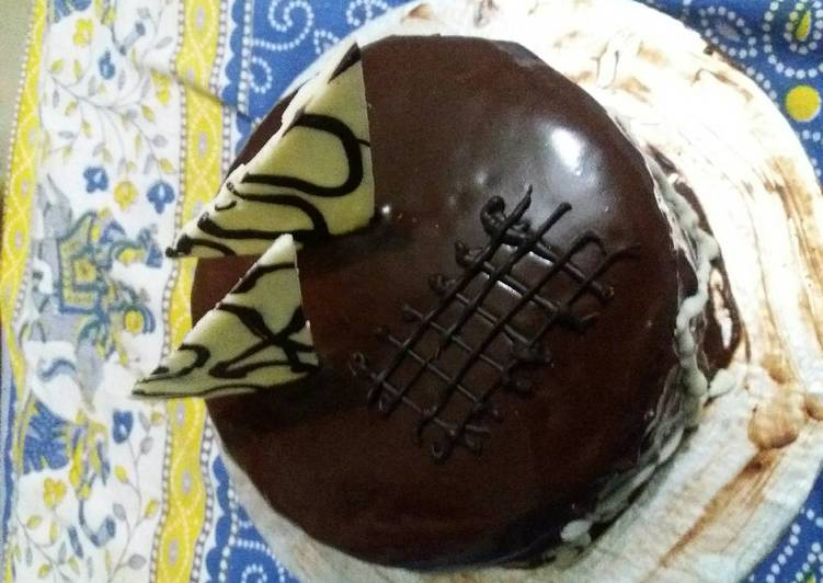 Eggless chocolate cake with truffle sauce