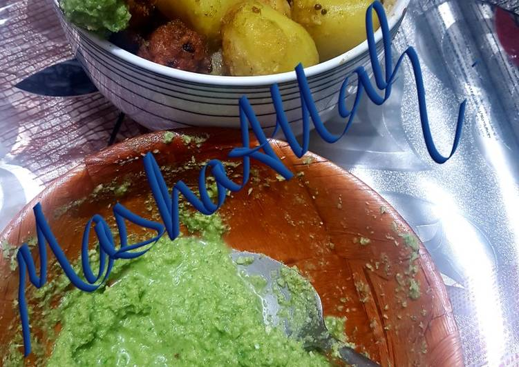 Herbs and dessicated coconut green chutney!