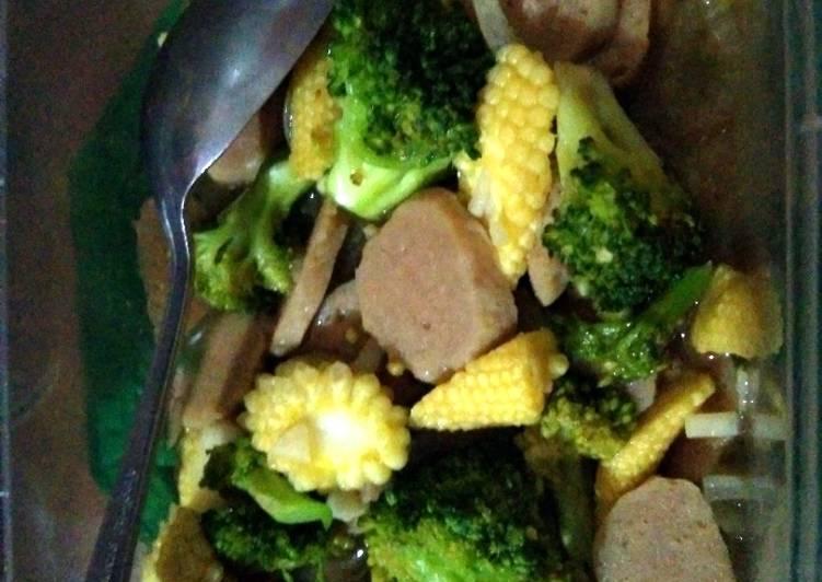 Bekal Simple: Tumis Brokoli Jagung Muda