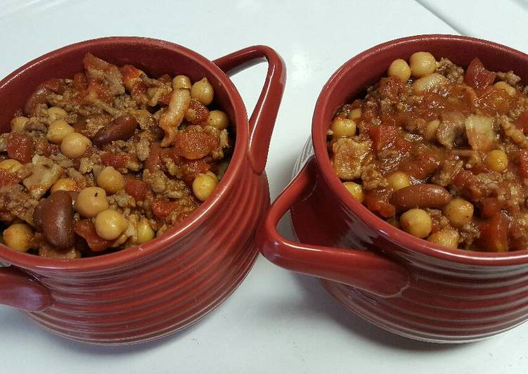 Sausage, Bacon, & Bean Chili