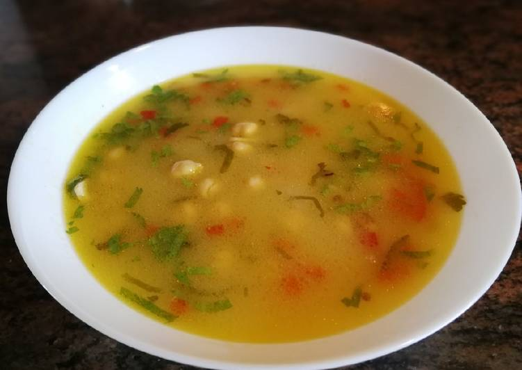 Sopa con garbanzos y apio