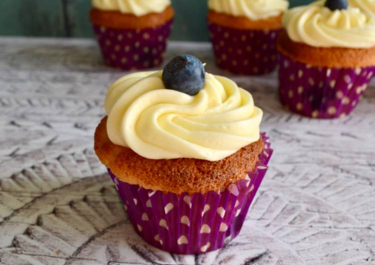 Simple Way to Prepare Award-winning Blueberry Cupcakes with Lemon Frosting