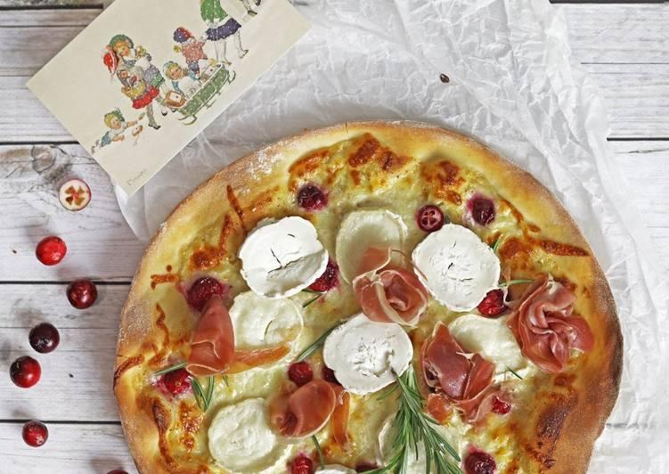 Zimowa pizza z żurawiną