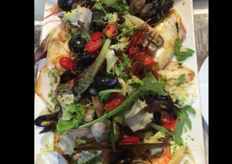 Recette De Assiette de la mer : meli melo de fruits de mer poissons et légumes