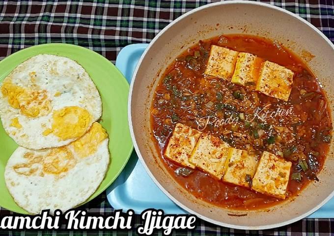 Langkah Mudah untuk Membuat Chamchi Kimchi Jjigae (Tuna Kimchi Stew) yang Bisa Manjain Lidah