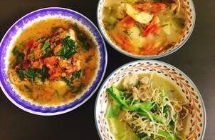 Cá diêu hồng sốt cà chua, canh cá nấu mẻ, giá mướp xào thịt nạc