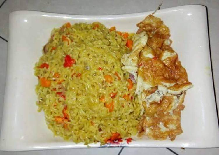 5 Minute Simple Way to Make Spring Indomine with fresh pepper and fried egg