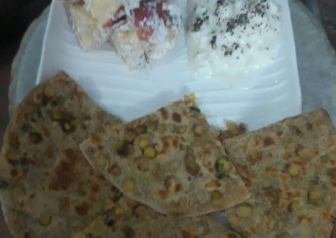Diabetes friendly parantha with curd and salad
