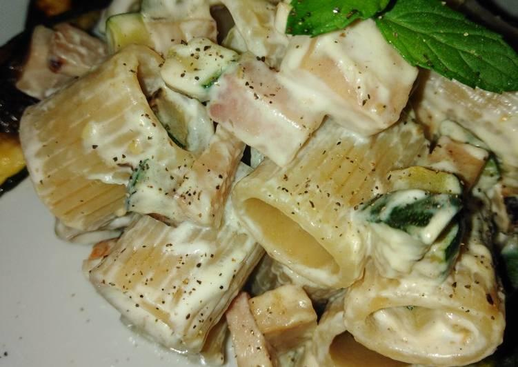 Pasta con zucchina e prosciutto