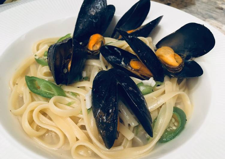 Yummy linguine with mussels 🦪