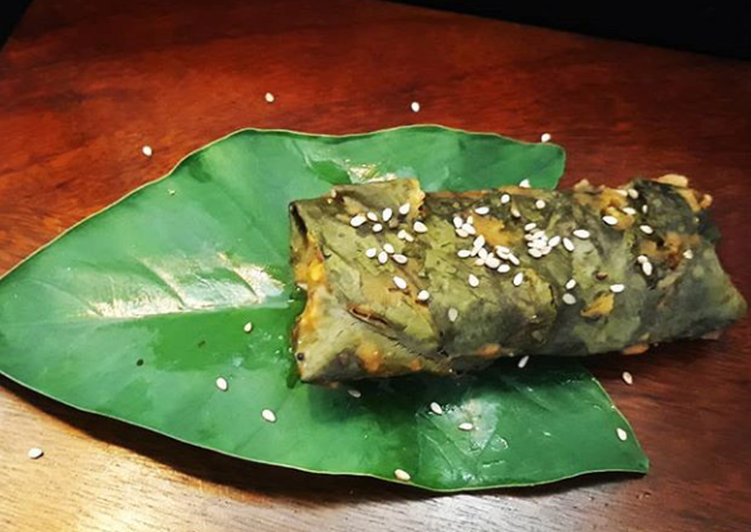 25 Minute Recipe of Royal Chicken Stuffed Colocasia Leaves / Patra Roll