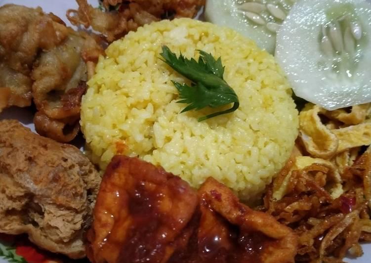 Nasi Kuning Magic Com Asli Enaakkk - cookandrecipe.com