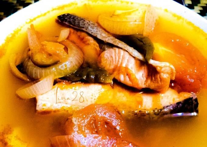 Tom Yam Ikan Salmon